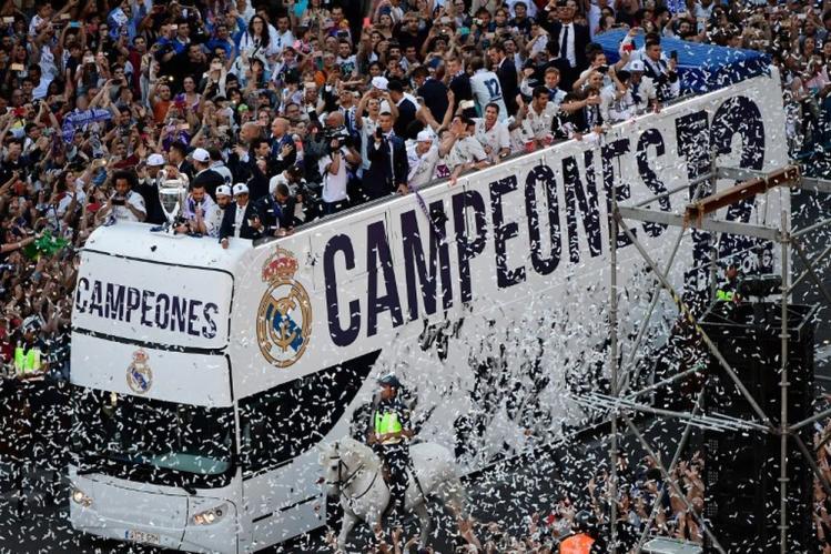 """""""Biển"""" người chào đón nhà vô địch Real Madrid!"""