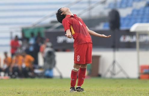 U22 Việt Nam 0-3 U22 Thái Lan: Sai lầm phải trả giá