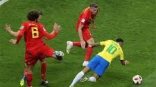 Neymar lại giả vờ ngã kiếm penalty trước Bỉ