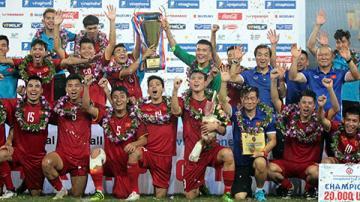 Khoảng khắc U23 Việt Nam nâng cúp sau 10 năm chờ đợi