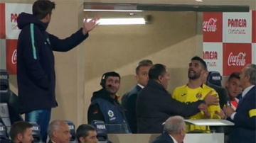 Nhận thẻ đỏ, Alvaro lại xung đột với Pique lần nữa
