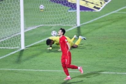 NÓNG: HLV đội bóng Tây Á từ chức sau trận thua Trung Quốc