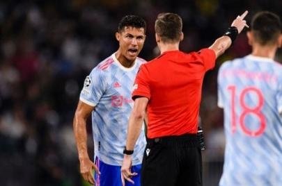 Huyền thoại Ferdinand lên án hành động của Ronaldo